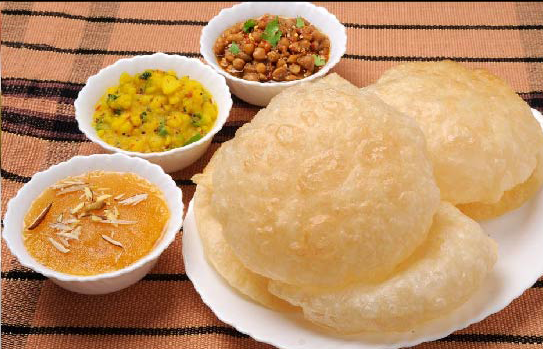 Breakfast-Halwa-Puri-Set